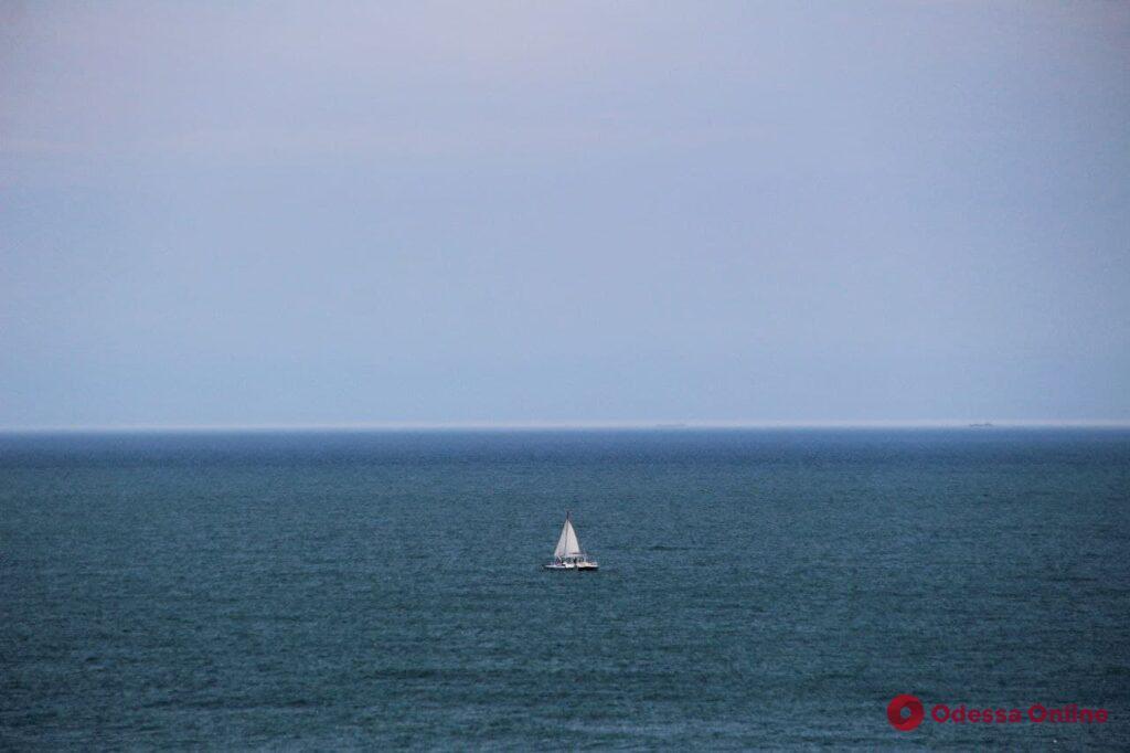 Майские выходные в Одессе: горожане отдыхают у моря (фоторепортаж)