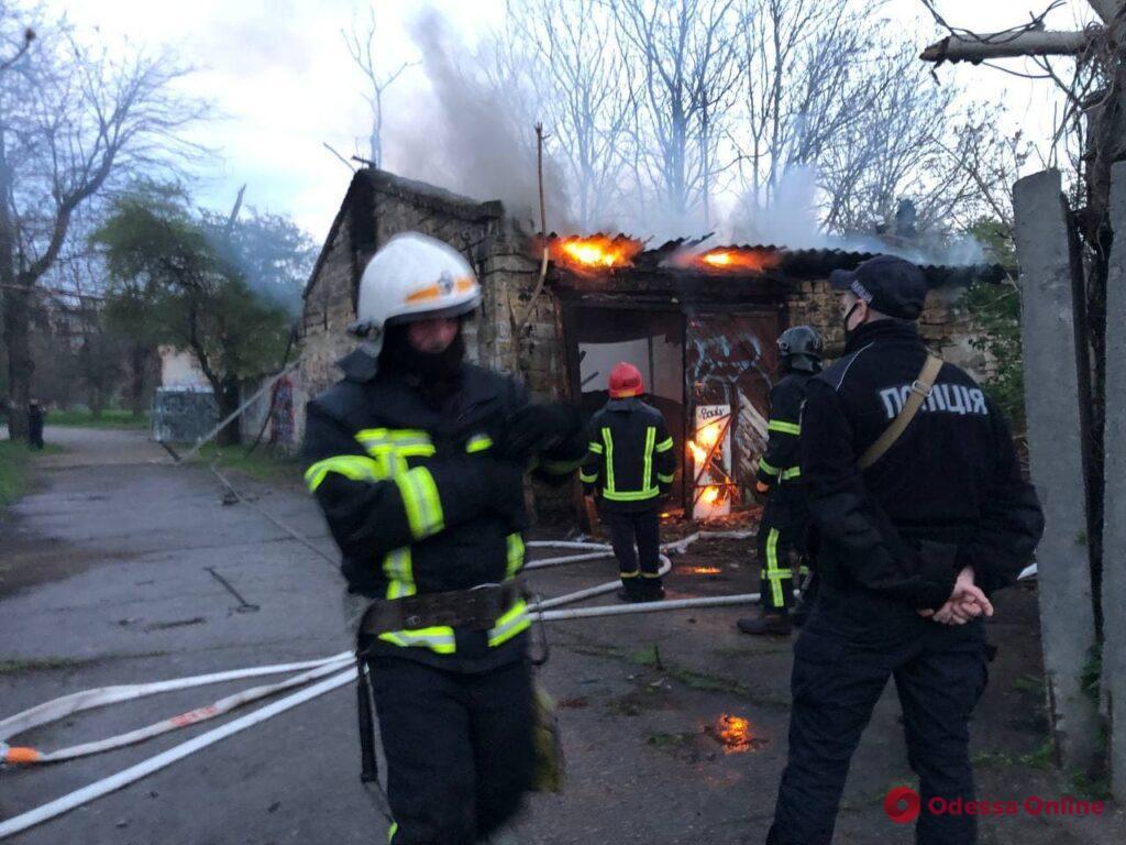 На Фонтане горела «заброшка» (фото, видео)
