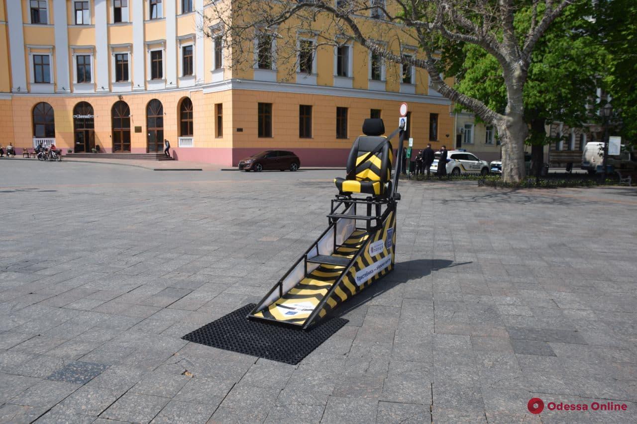 «Пристібайся — не жахайся»: на Приморском бульваре установили симулятор ДТП (фото, видео)