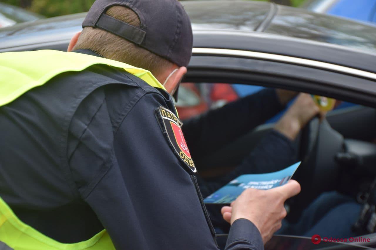 Пока разъяснения, а потом штраф: патрульные убеждают одесситов ездить пристегнутыми