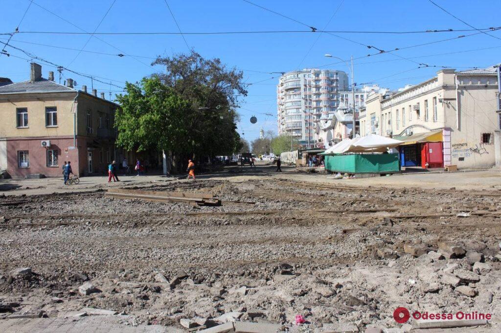 В Одессе продолжается ремонт прилегающих к «Привозу» улиц (фоторепортаж)