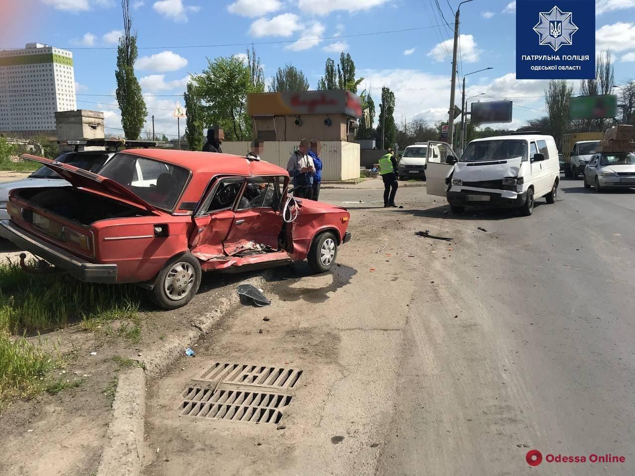 Из-за ДТП на Николаевской дороге образовалась пробка (видео, обновлено)