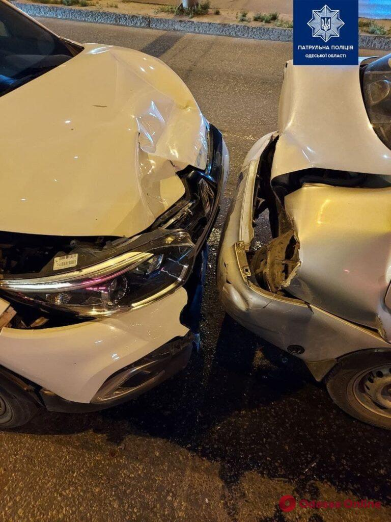 В Одессе на Таирова произошло ДТП с участием пяти автомобилей