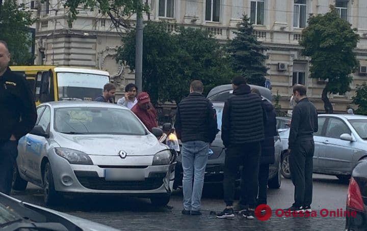 В Одессе возле железнодорожного вокзала произошло ДТП