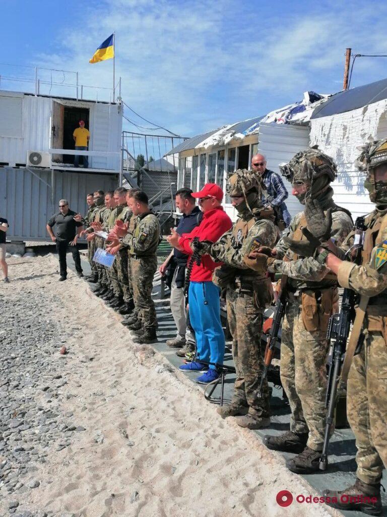 Десантирование и захват «террористов»: курсанты Военной академии отмечают День морской пехоты (фото, видео)