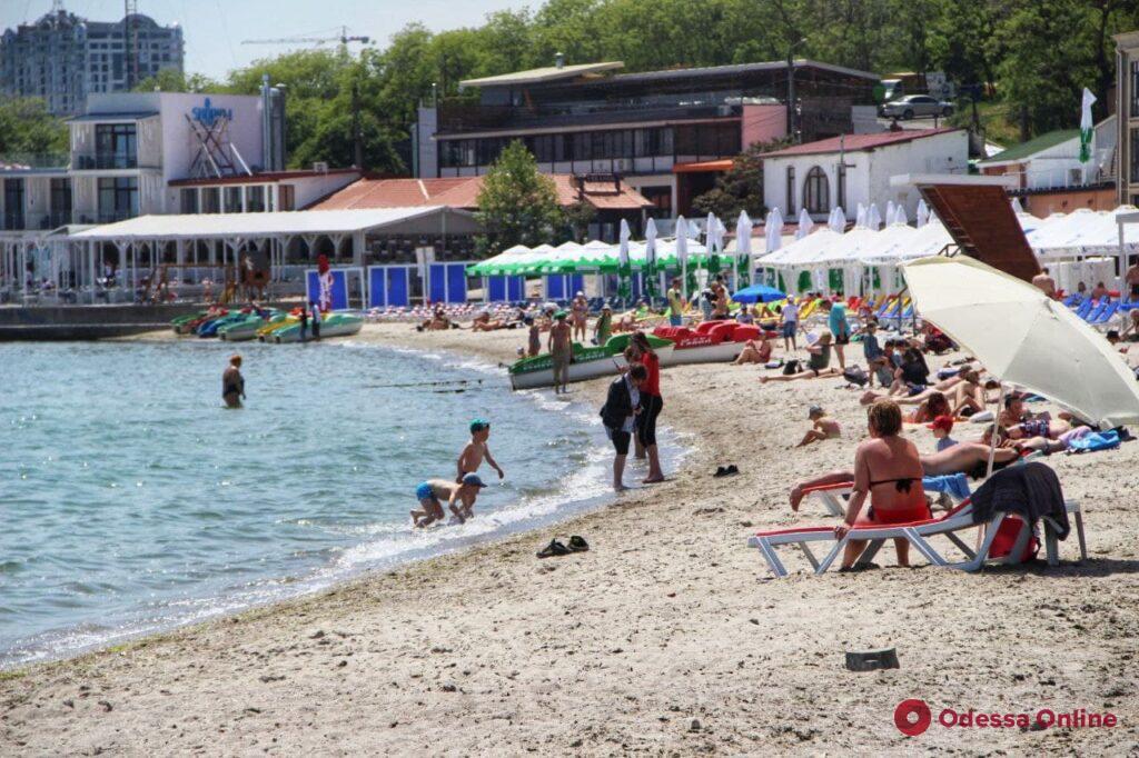Майские пляжи в Одессе (фоторепортаж)