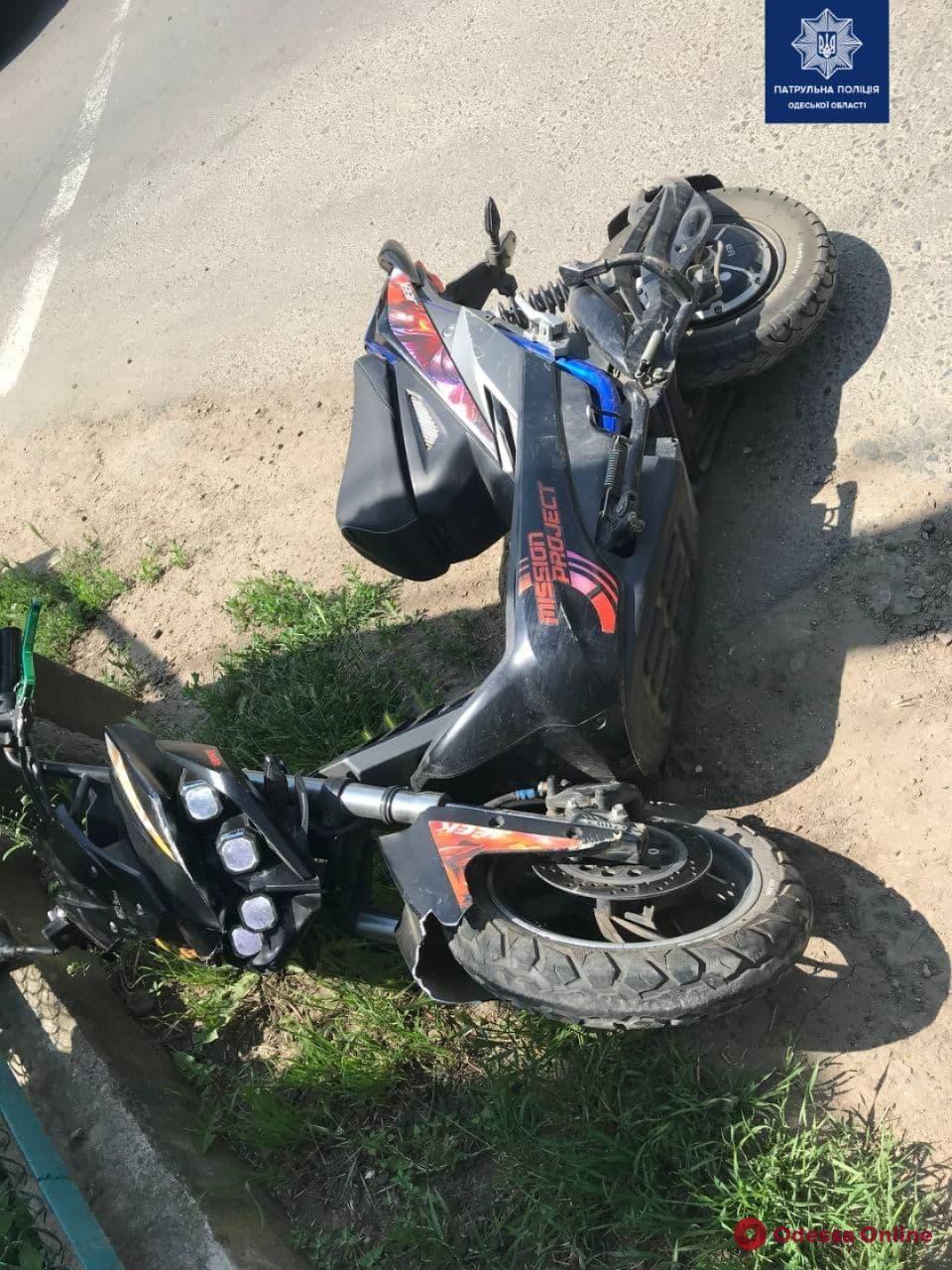 В районе Ленпоселка столкнулись электроскутер и микроавтобус – двое пострадавших