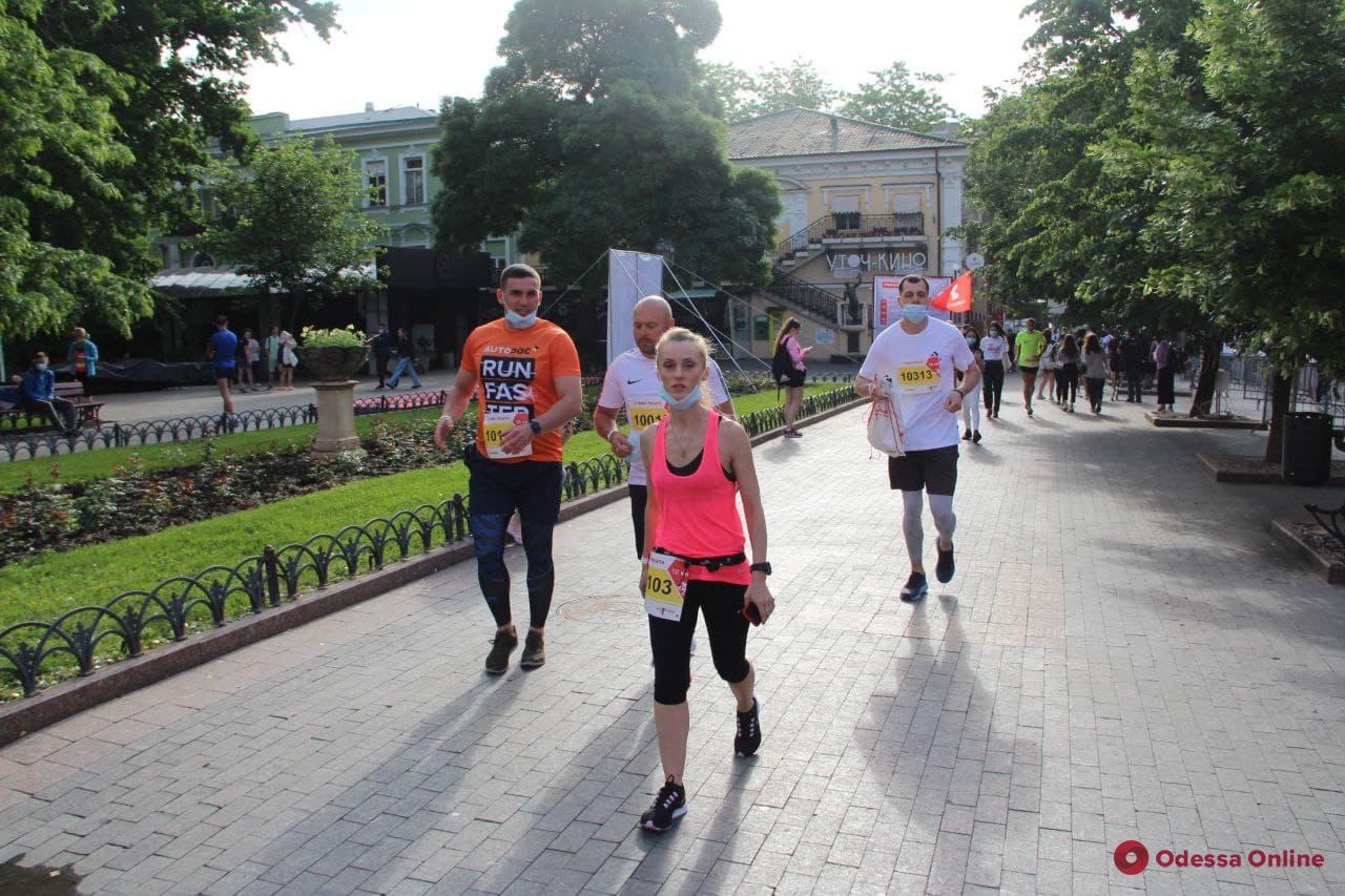 В Одессе проходит полумарафон – в центре города частично перекрыты улицы (фото)