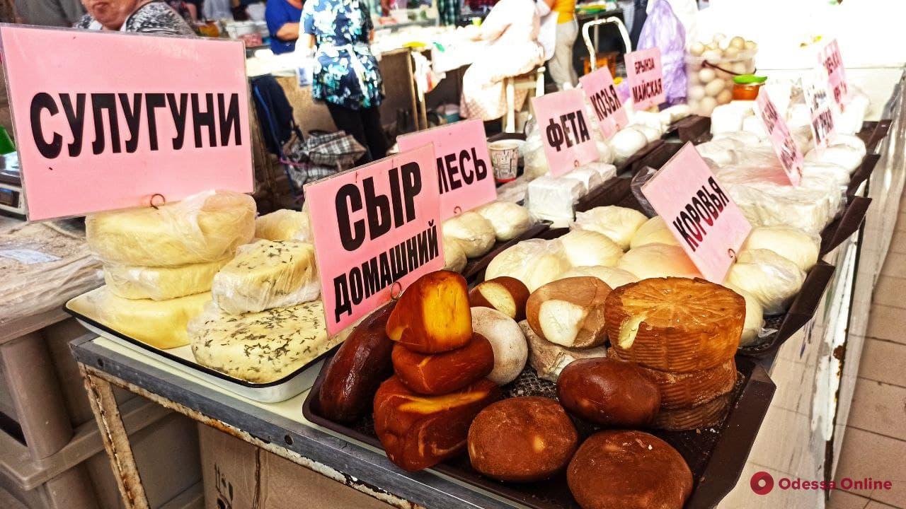 Халва, клубника и кабачки: воскресные цены на одесском «Привозе»