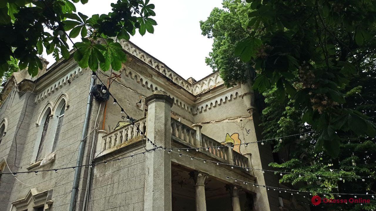 В «Замке монстров» на Французском бульваре возобновились субботники
