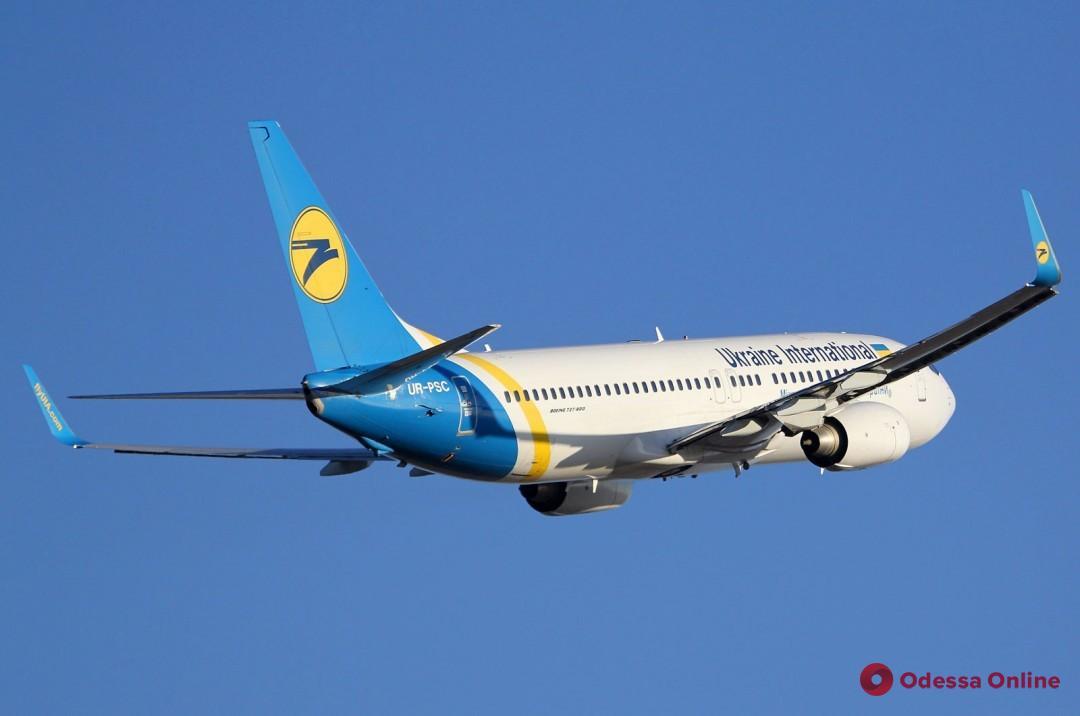 Отказал двигатель: в Одесском аэропорту самолет совершил аварийную посадку