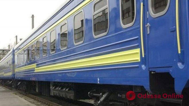 Пассажир поезда Рахов-Киев умер спустя несколько часов после падения с верхней полки