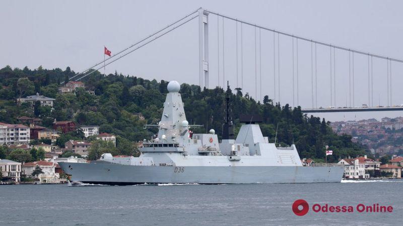 В Минобороны России сообщают, что военные открыли предупредительный огонь по британскому эсминцу в Черном море