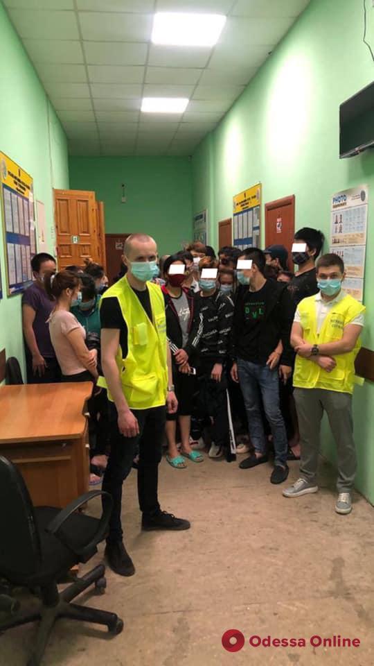 В Одесской области поймали 49 нелегалов из Вьетнама