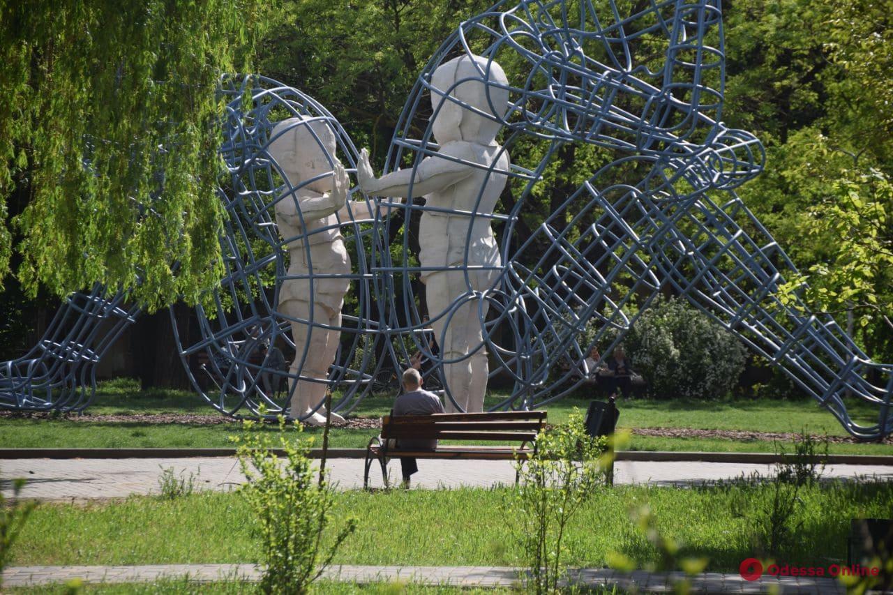 Одесский скульптор обнаружил в школьном учебнике скрытый смысл его самой известной работы (фотофакт)