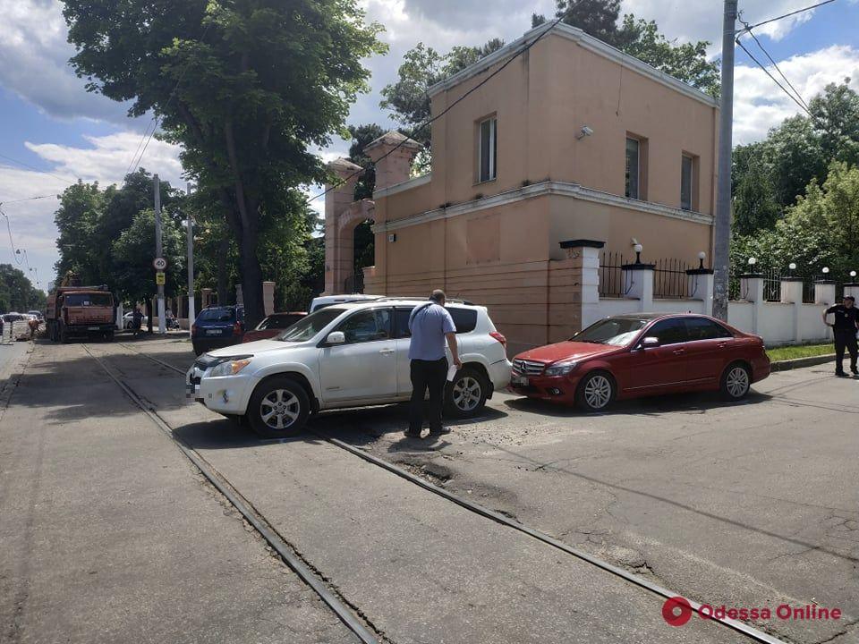 На Французском бульваре из-за ДТП не ходят трамваи