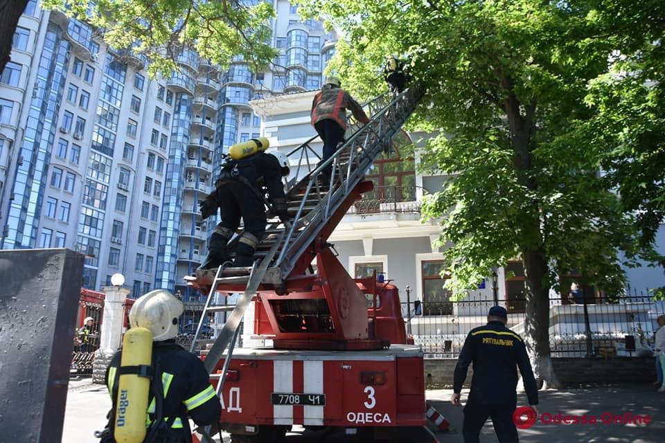 В офисе на Лидерсовском бульваре тушили пожар (видео)