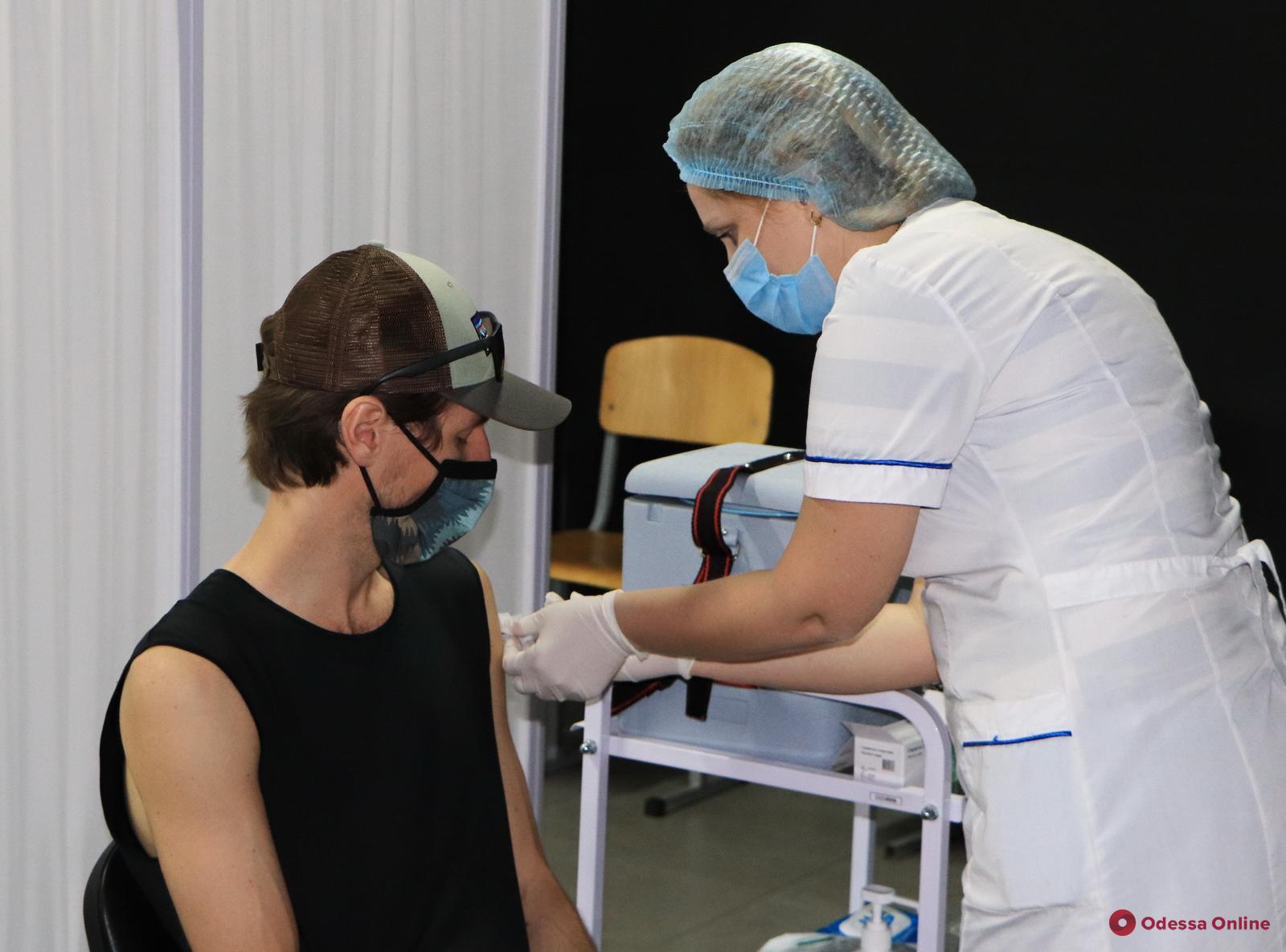 В воскресенье в одесских центрах массовой вакцинации прививки от COVID-19 получили 1 682 человека