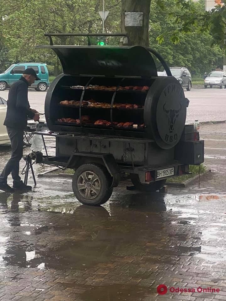 В Одессе начали борьбу с нелегальными мобильными гриль-установками