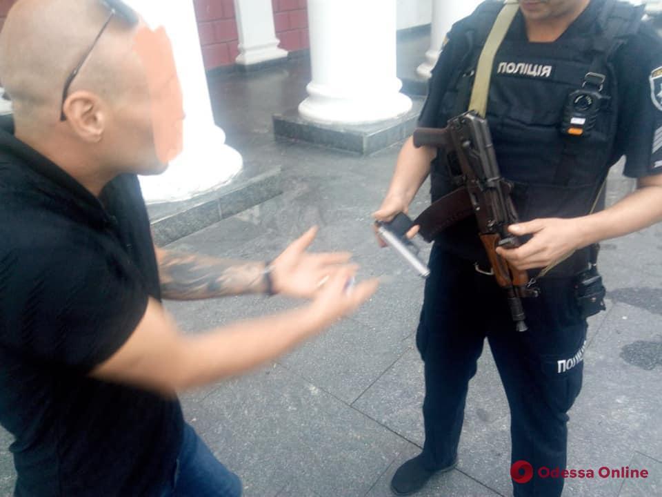 На Думской площади неадекват устроил стрельбу из-за ссоры с женой