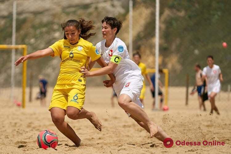 Пляжный футбол: представители Одесской области попали в историю женской сборной Украины