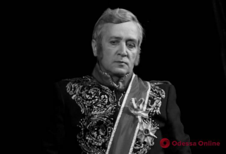 От последствий COVID-19 скончался известный артист одесского театра Музкомедии