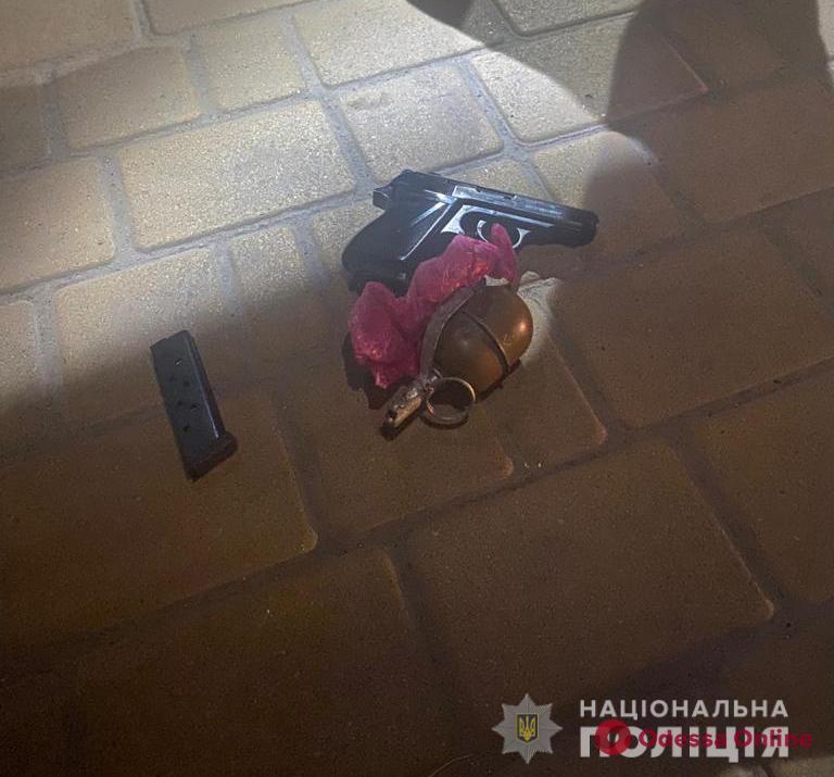Под Одессой пьяный мужчина во время застолья устроил стрельбу