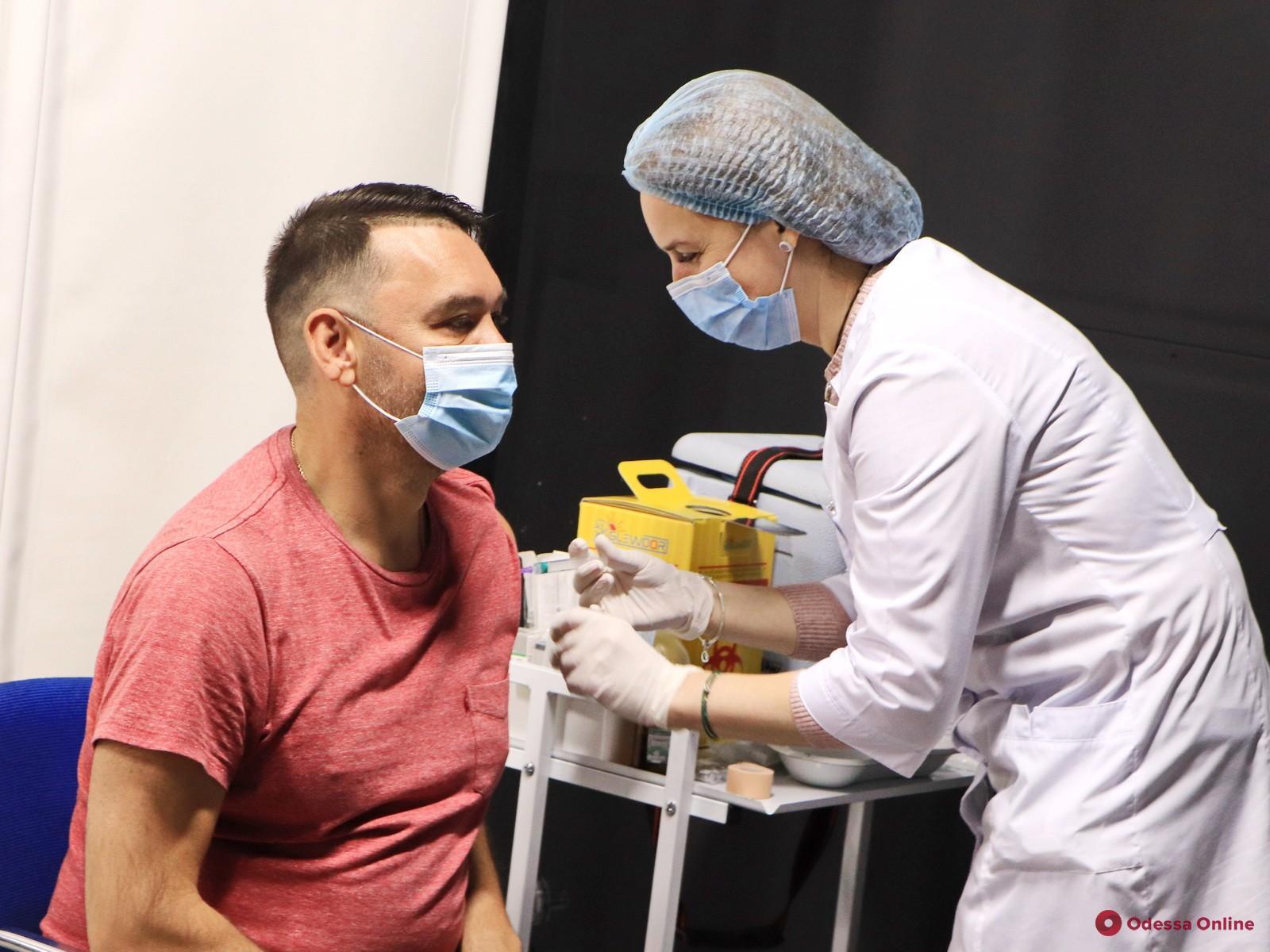 За день более 1300 одесситов получили прививки от COVID-19 в центрах массовой вакцинации