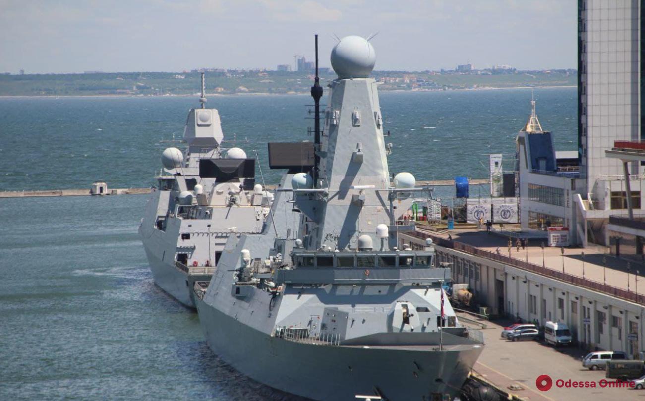 В Англии на остановке нашли документы о переходе из Одессы в Грузию британского эсминца вблизи Крыма