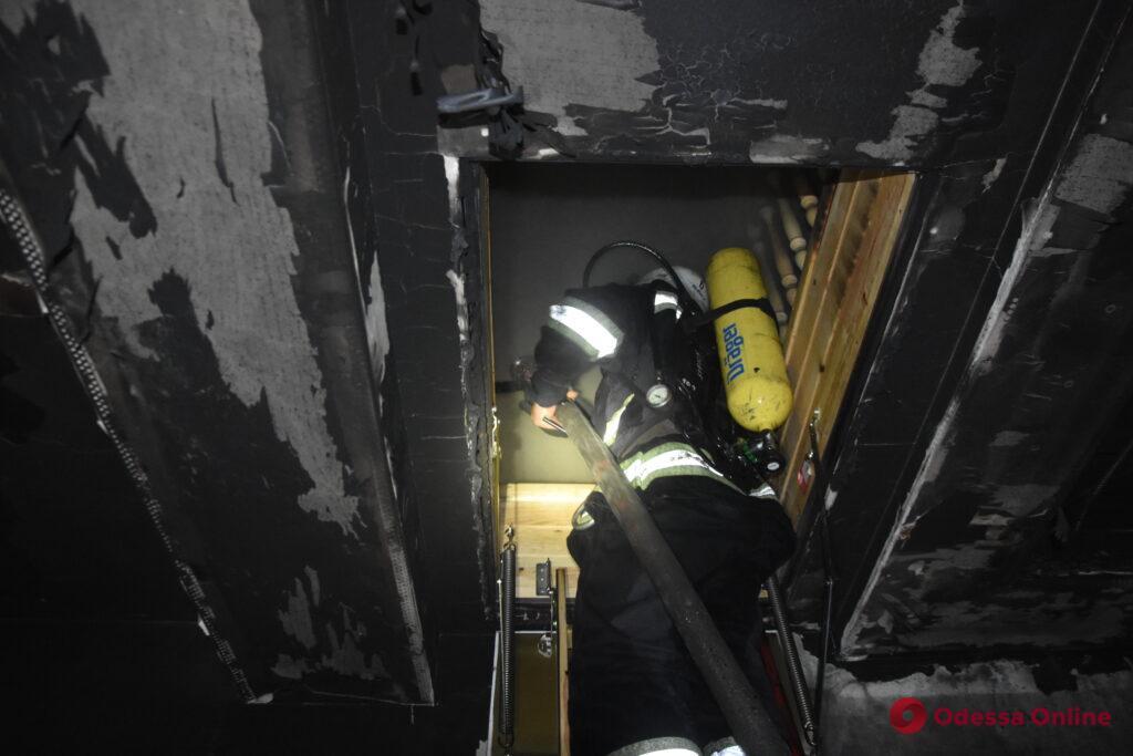 На Таирова из горящего частного дома спасли трех человек