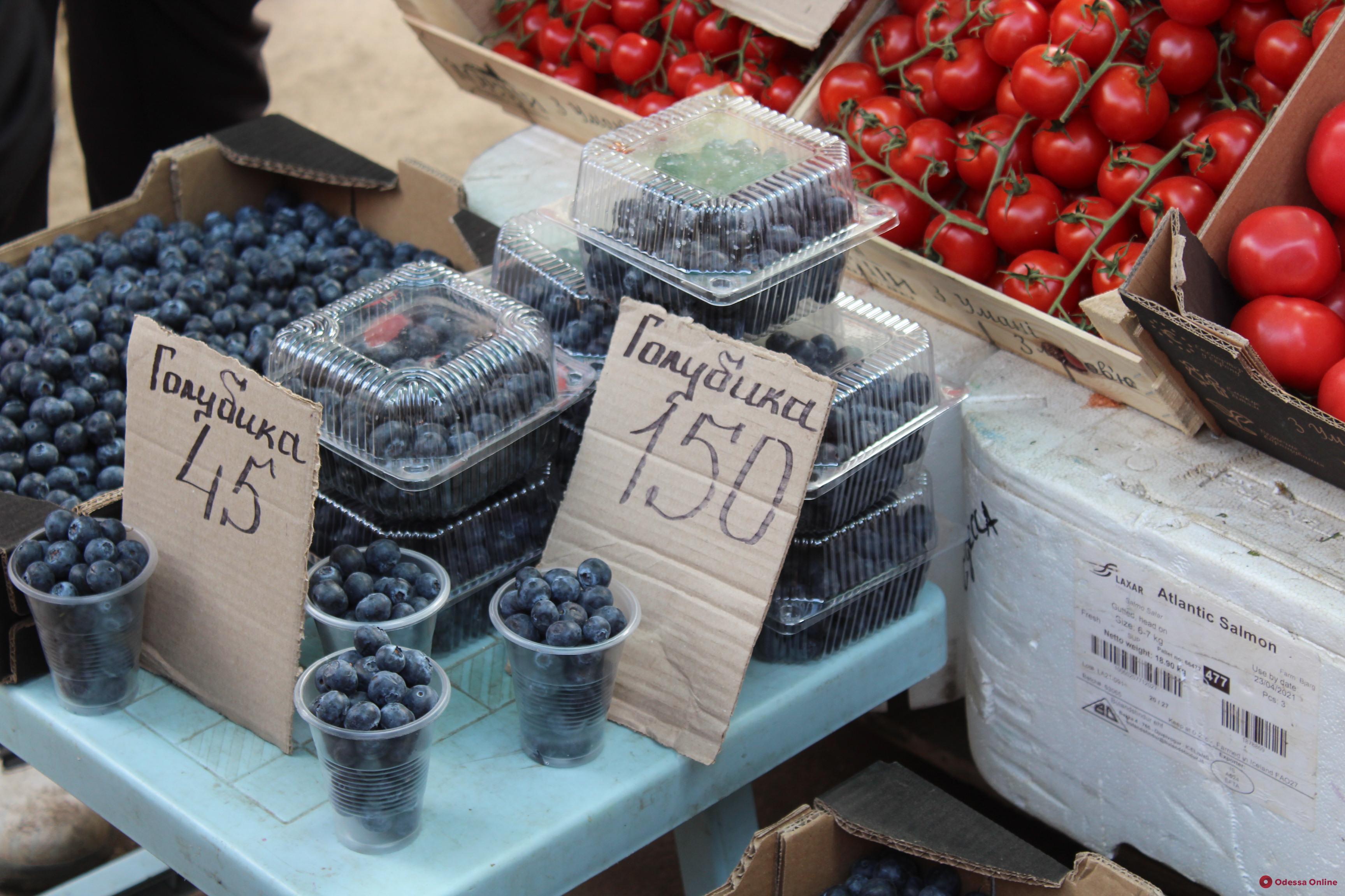 Баклажаны, скумбрия и черешня: воскресные цены на одесском «Привозе»