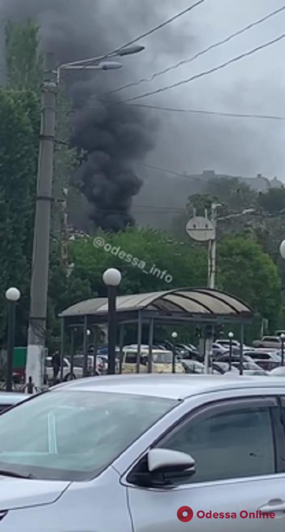 На Таможенной площади горело заброшенное здание