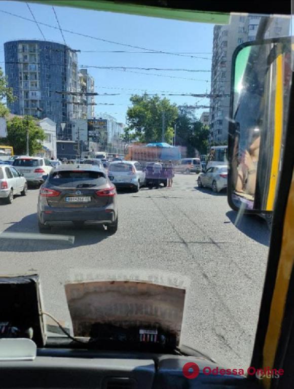 Из-за ДТП на Фонтане парализовано движение трамваев