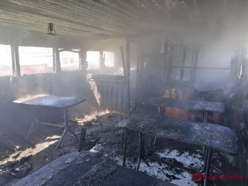 На причале в Белгороде-Днестровском загорелся катер