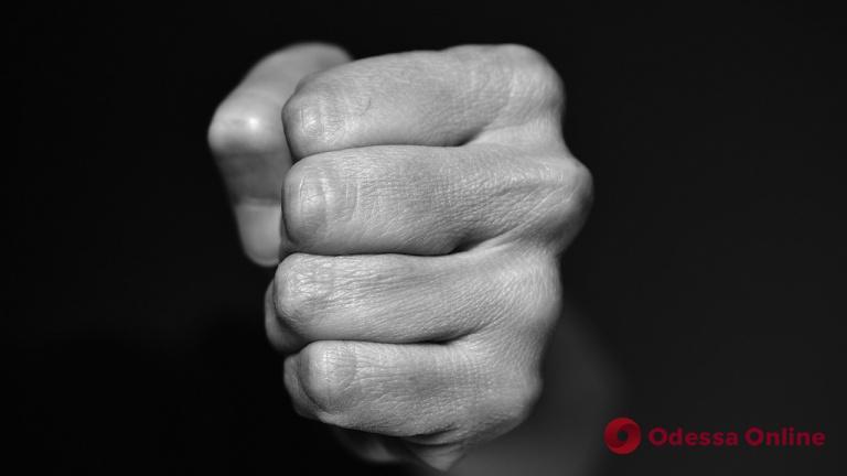 Житель Одесской области избил и ограбил 77-летнюю женщину