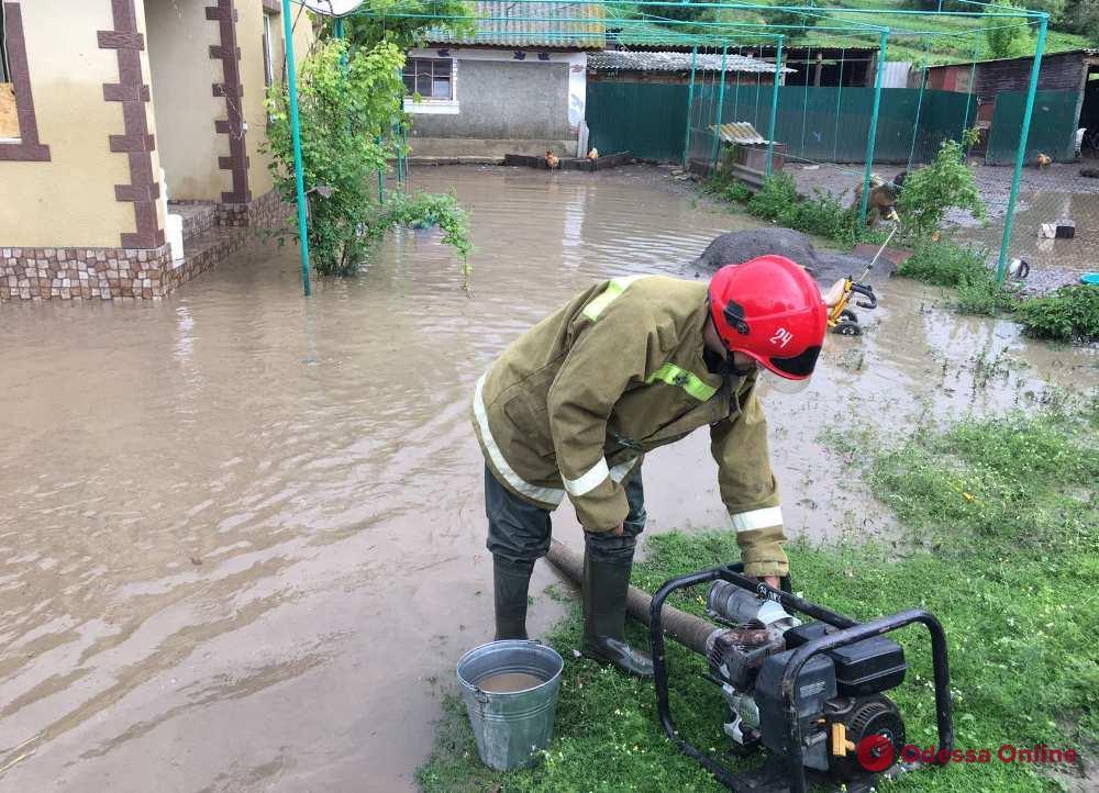 На севере Одесской области спасатели откачивали воду после затяжного дождя