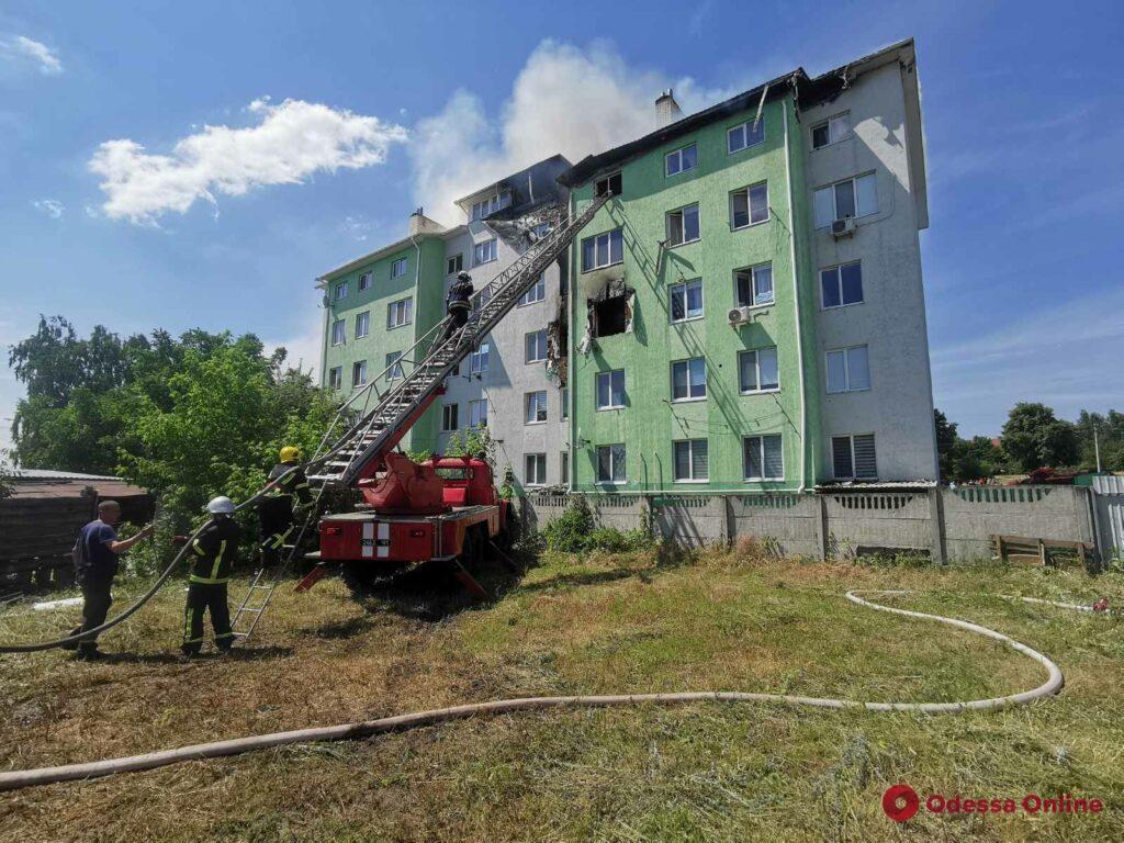 Под Киевом в результате взрыва в пятиэтажном доме один человек погиб и восемь пострадали (фото, видео)