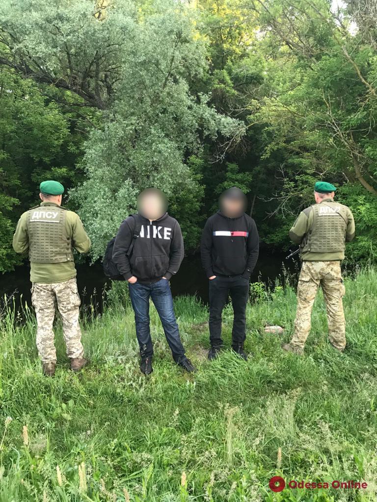 Хотели отдохнуть на море: пограничники задержали двух россиян, которые вплавь добирались в Одессу