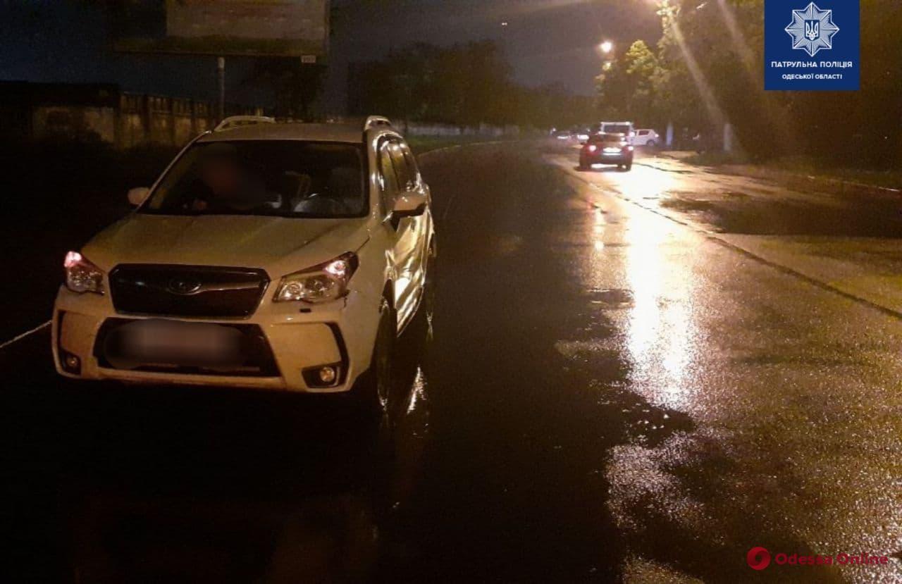 На Черемушках ночью автомобиль Subaru Forester сбил пешехода