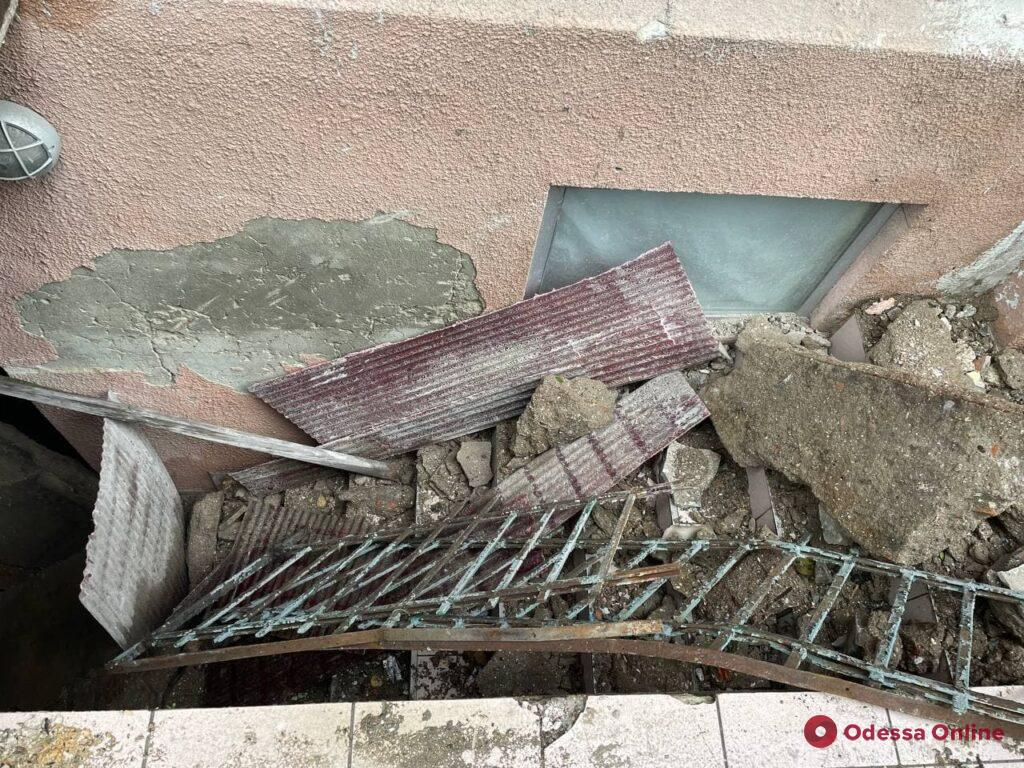 На Большой Арнаутской обвалился балкон дома-памятника архитектуры (фото)