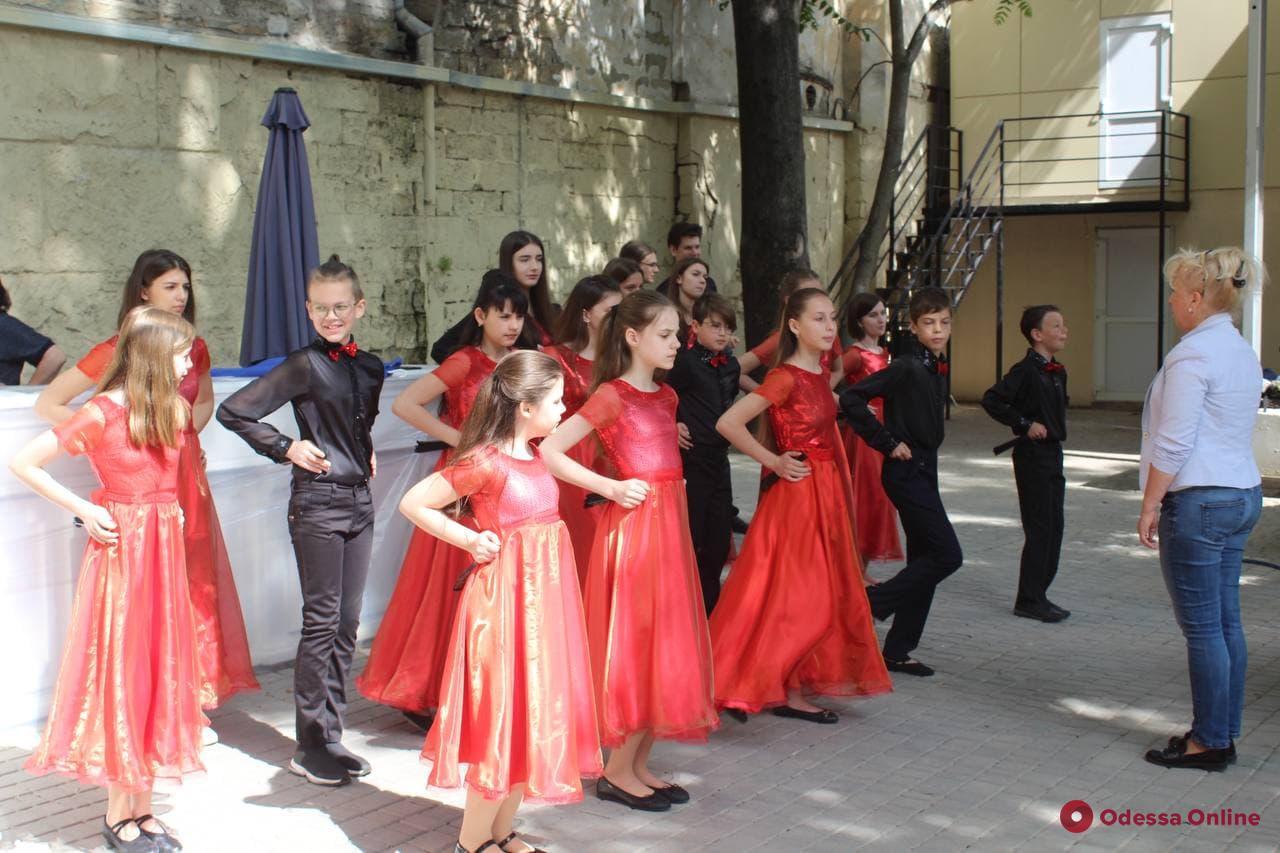 В Летнем театре Горсада проходит детский праздник (фото)
