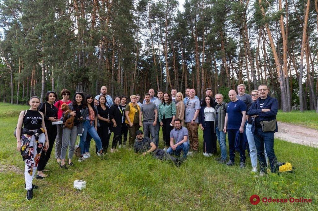 Зеленский пожарил для журналистов шашлык (фото)
