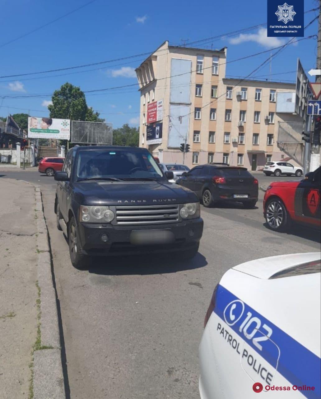 На Среднефонтанской автомобиль Range Rover сбил 10-летнюю девочку