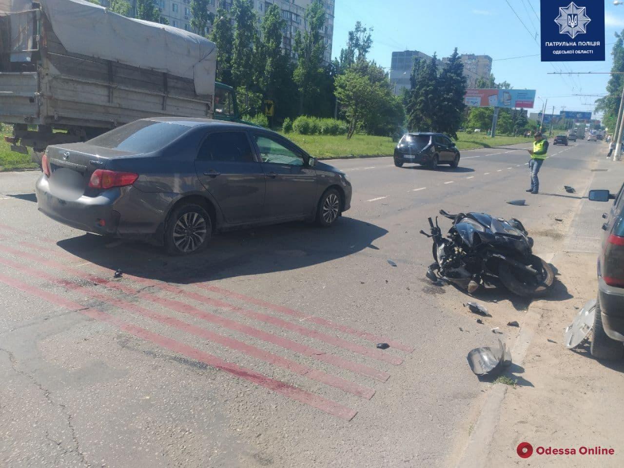 На Таирова столкнулись легковушка и мотоцикл