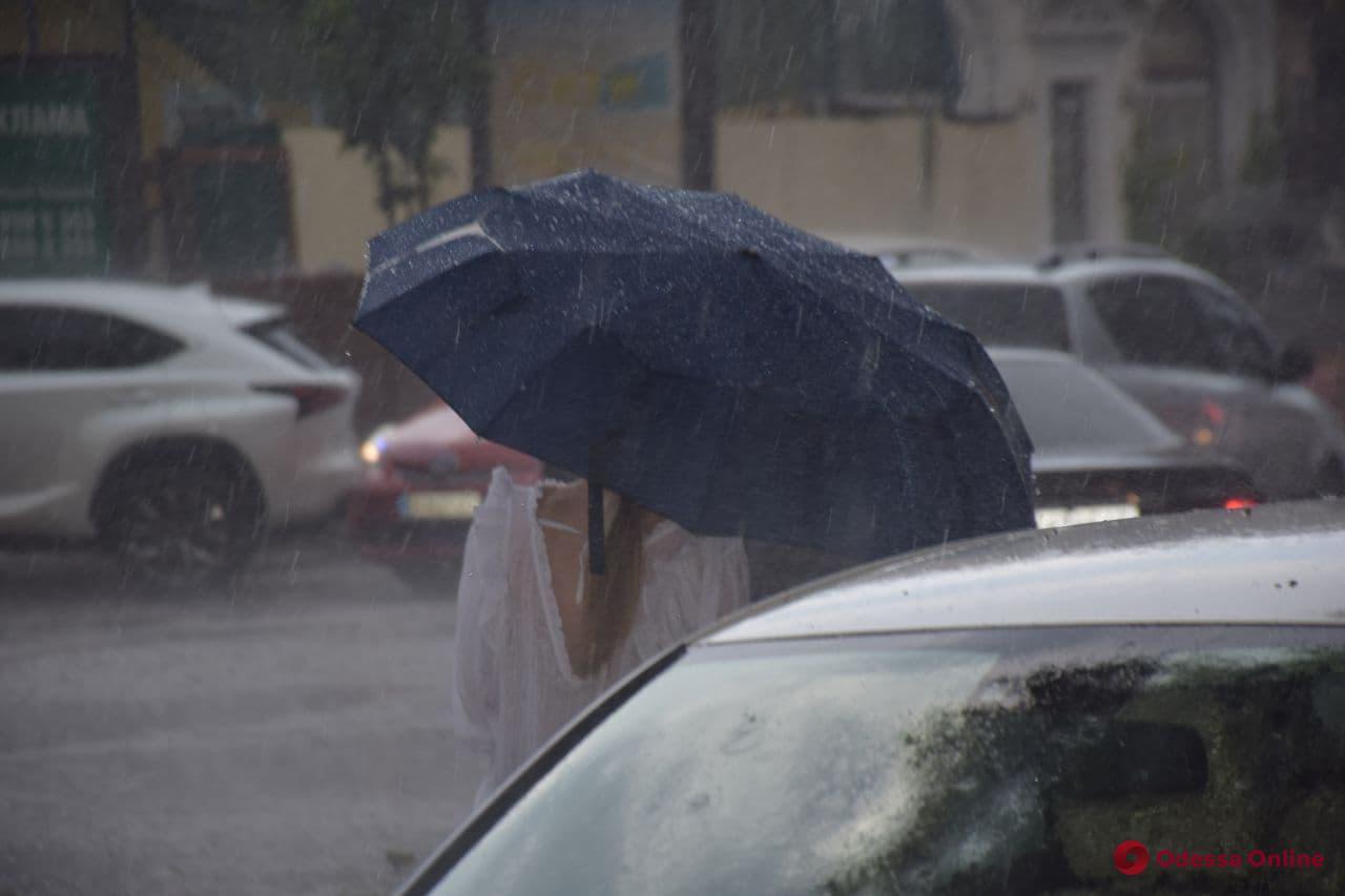 В Одессе и области прогнозируют значительный дождь с градом — объявлено штормовое предупреждение