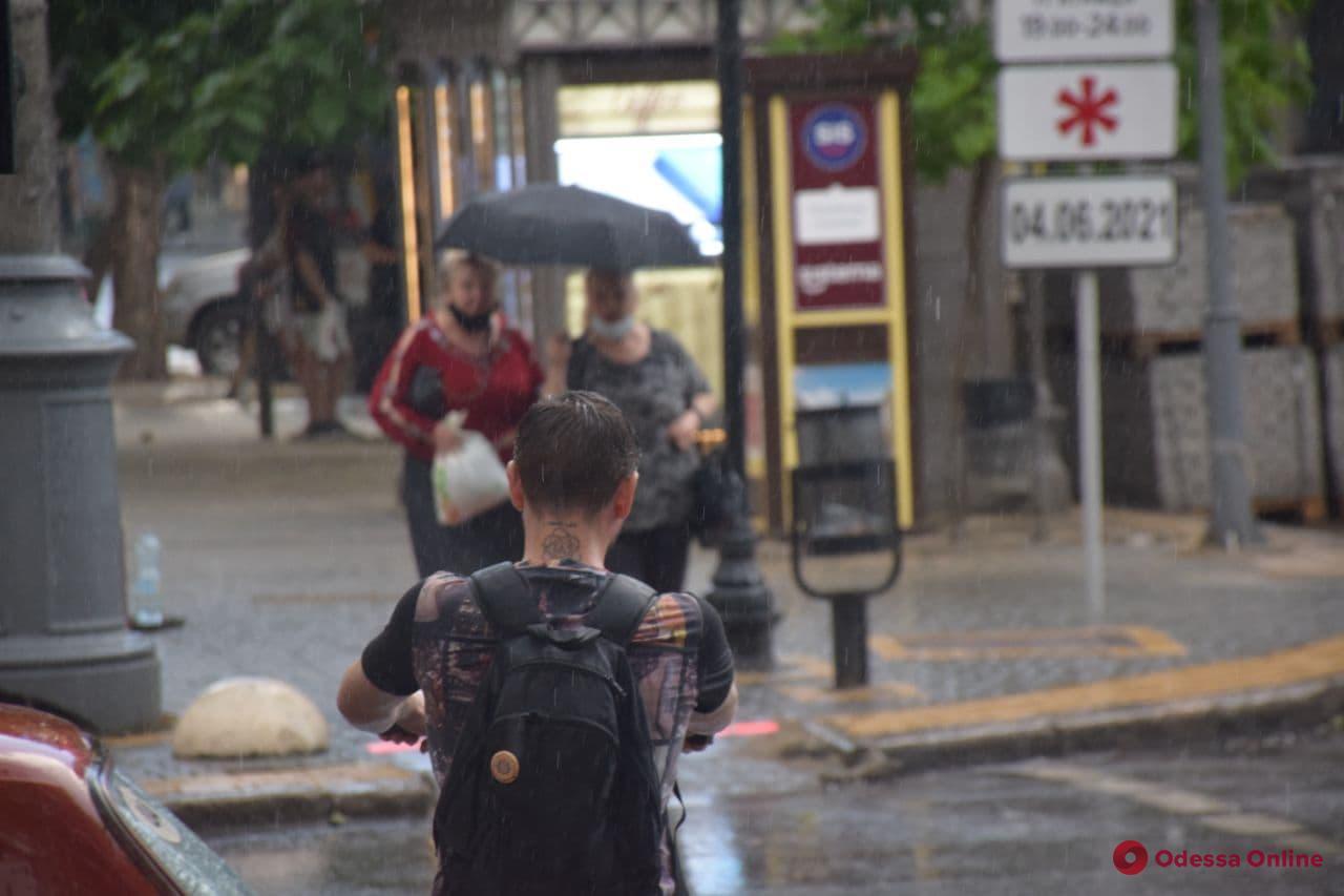 Июньский ливень накрыл Одессу (фото, видео)