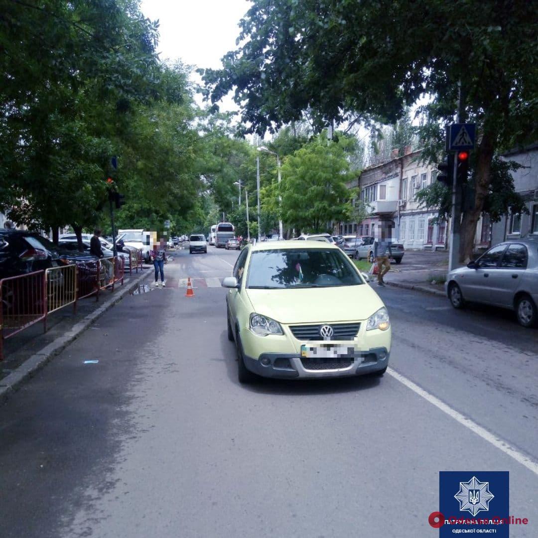На Молдаванке автомобиль Volkswagen сбил 15-летнюю девочку
