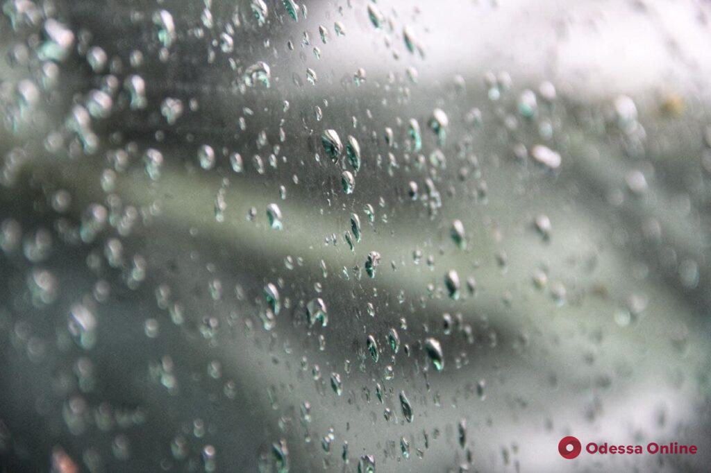 Одесский дождь: живописная сторона ненастной погоды (фоторепортаж)