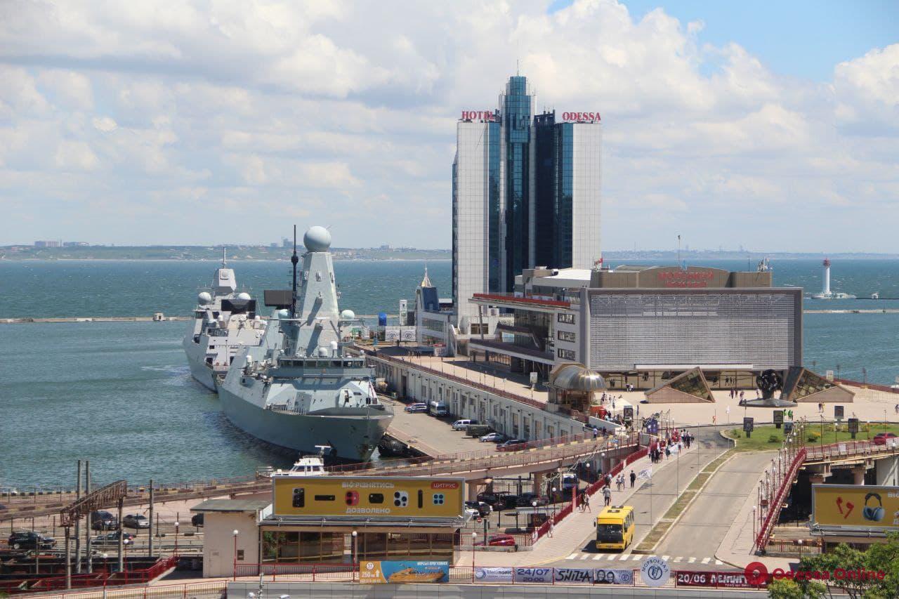 В порт Одессы зашли два корабля НАТО (фото)
