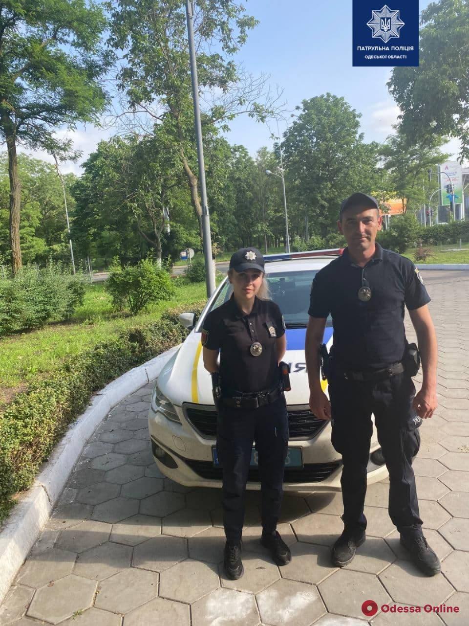 Одесские патрульные срочно доставили в больницу 3-летнего ребенка, который получил травму головы